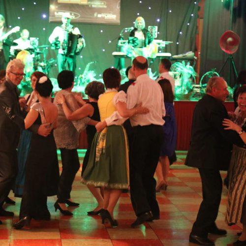 Februar 2016 2834_61_1__Tanzendes Publikum